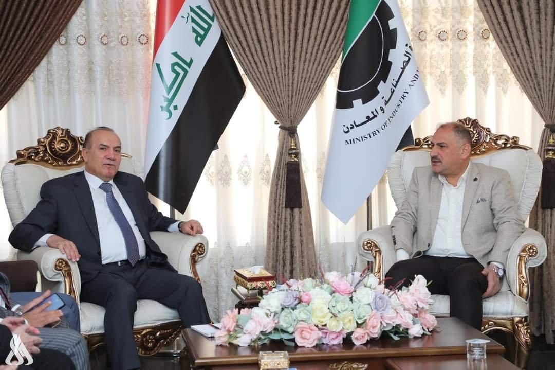 وزير الصناعة يعلن من الموصل عن مبادرة لإعادة بناء جامع النبي يونس